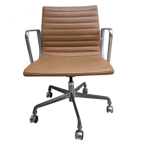 Two Design Lovers Eames aluminium group caramel management chair front