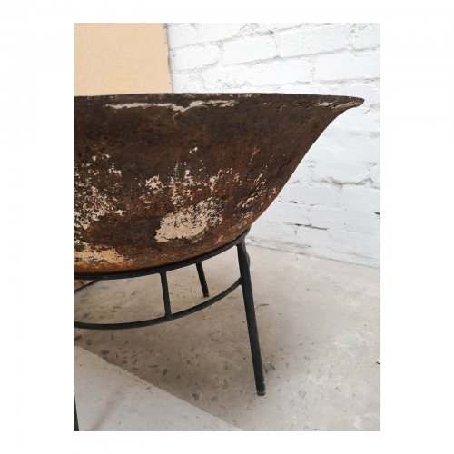 Two Design Lovers cast iron fire pit close up side view