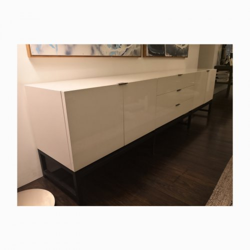 Two Design Lovers Minotti Harvey sideboard angle