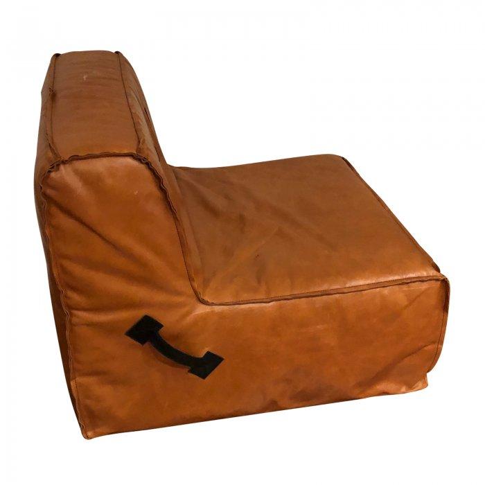 Two Design Lovers Koskela leather quadrant sofa side