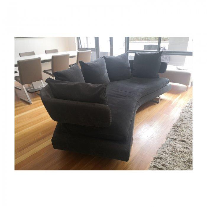 Two Design Lovers B&B Italia Arne sofa anthracite