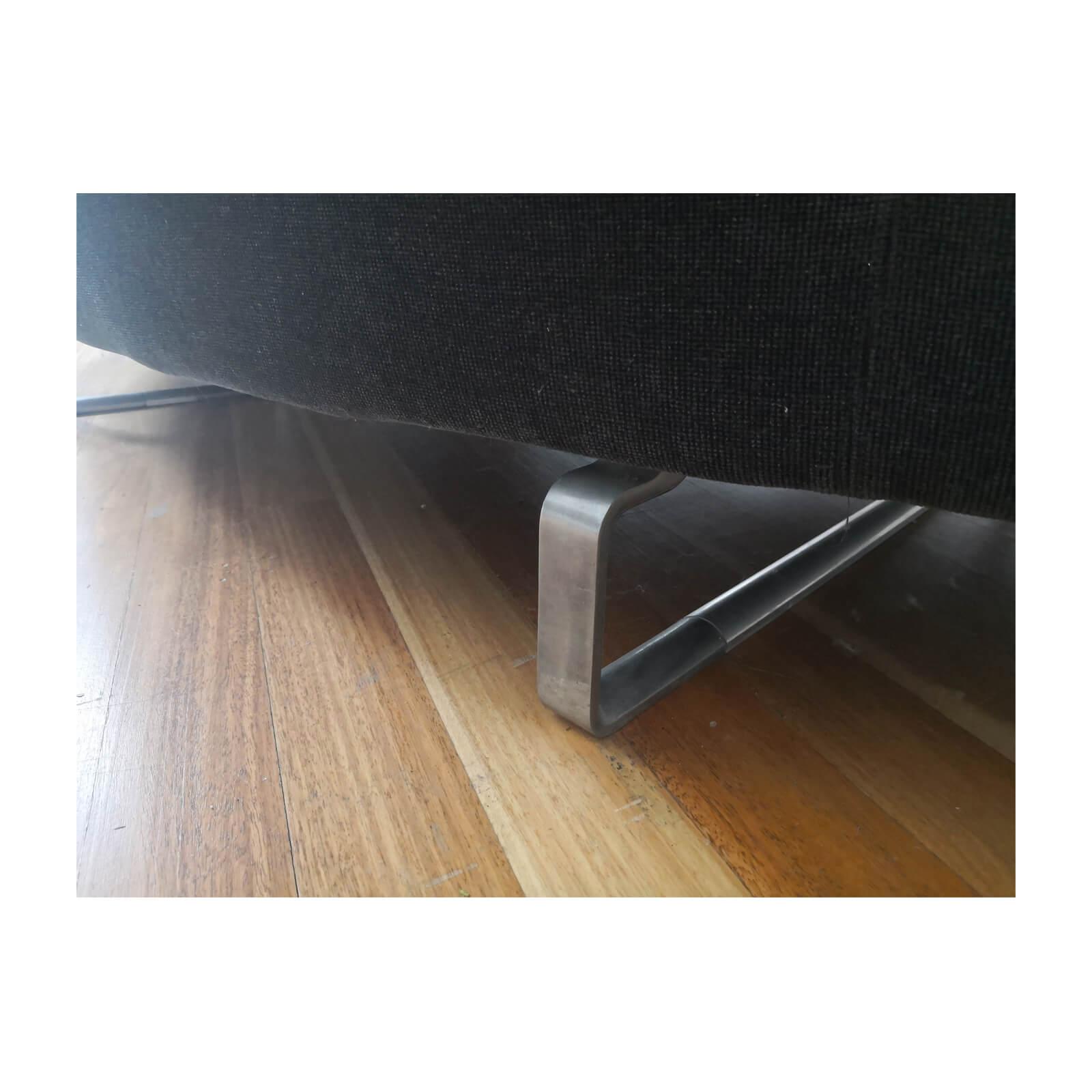 Two Design Lovers B&B Italia Arne sofa anthracite leg
