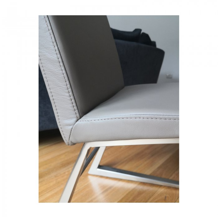Bo Concept Mariposa dining chair taupe