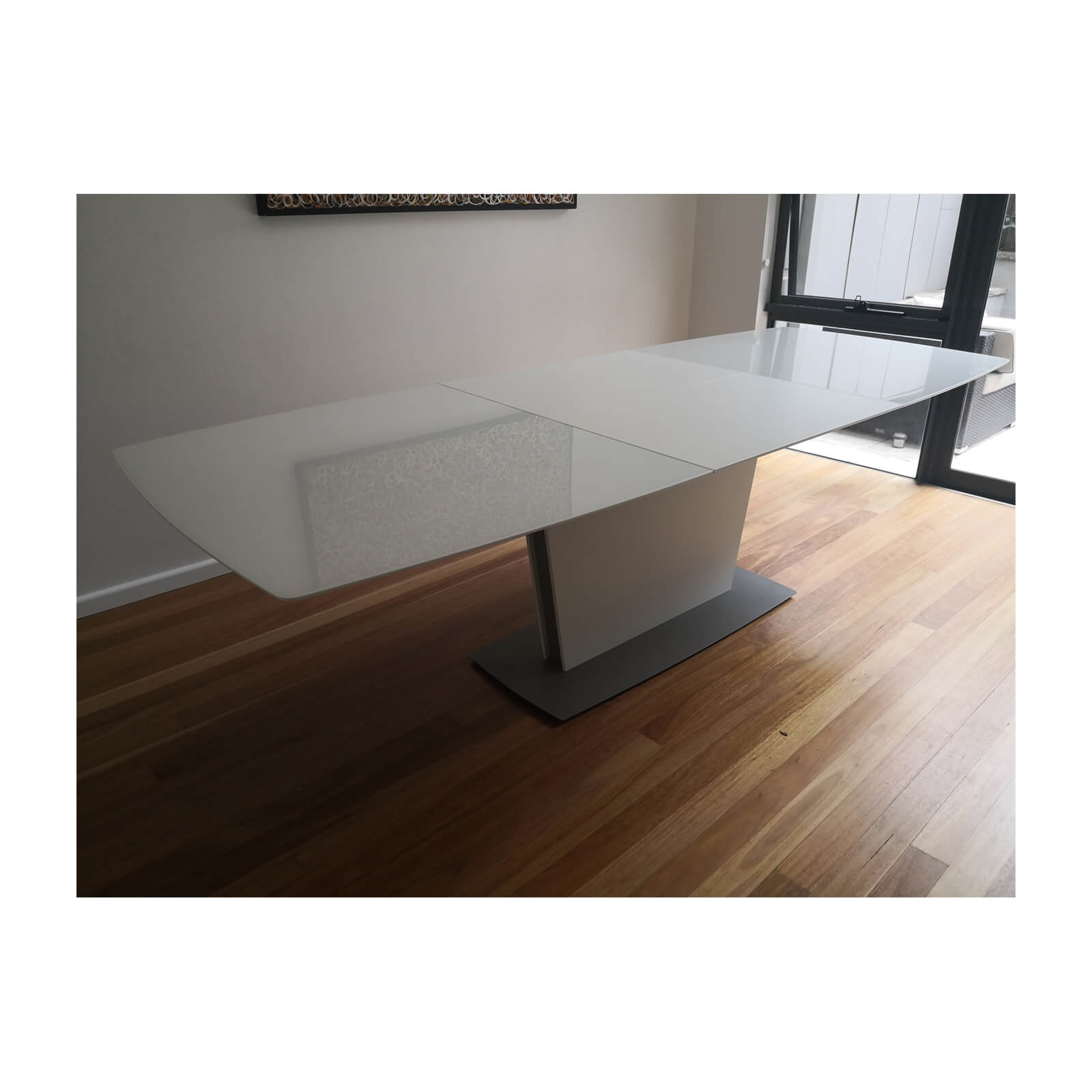 Bo Concept Milano extension dining table white side