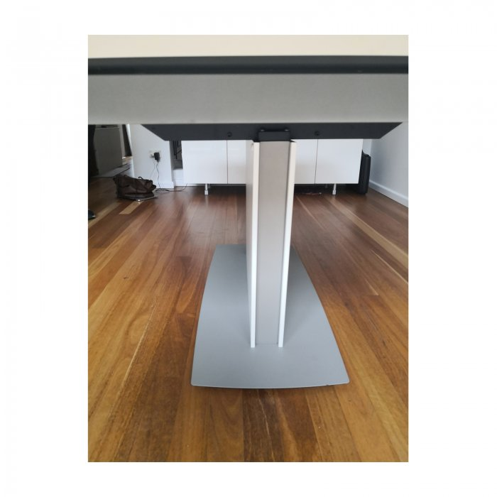 Bo Concept Milano extension dining table white base