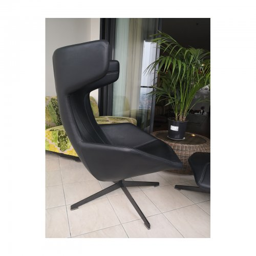 Two Design Lovers Moroso Take a Line for a Walk black swivel chair with footstool 2