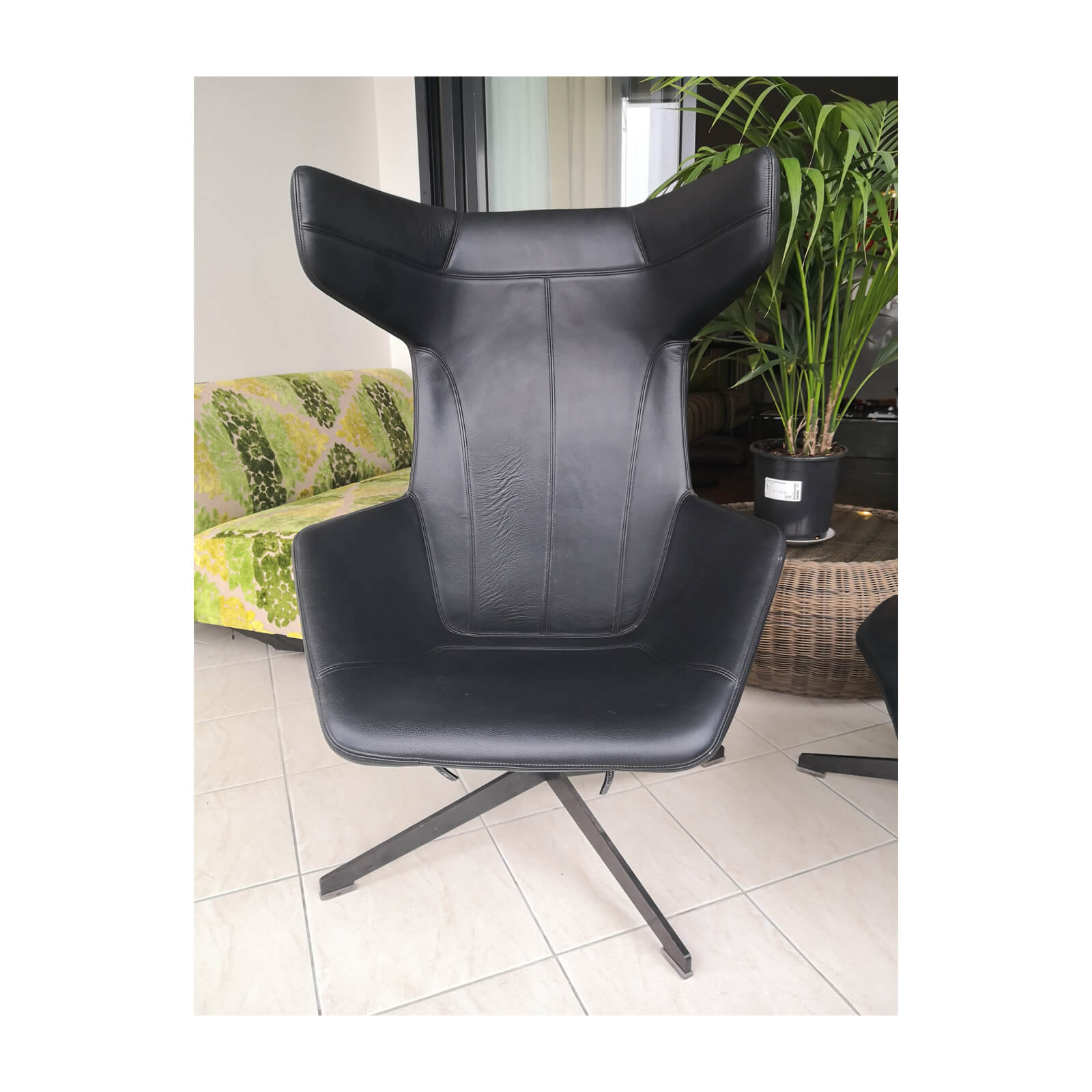 Two Design Lovers Moroso Take a Line for a Walk black swivel chair with footstool 3