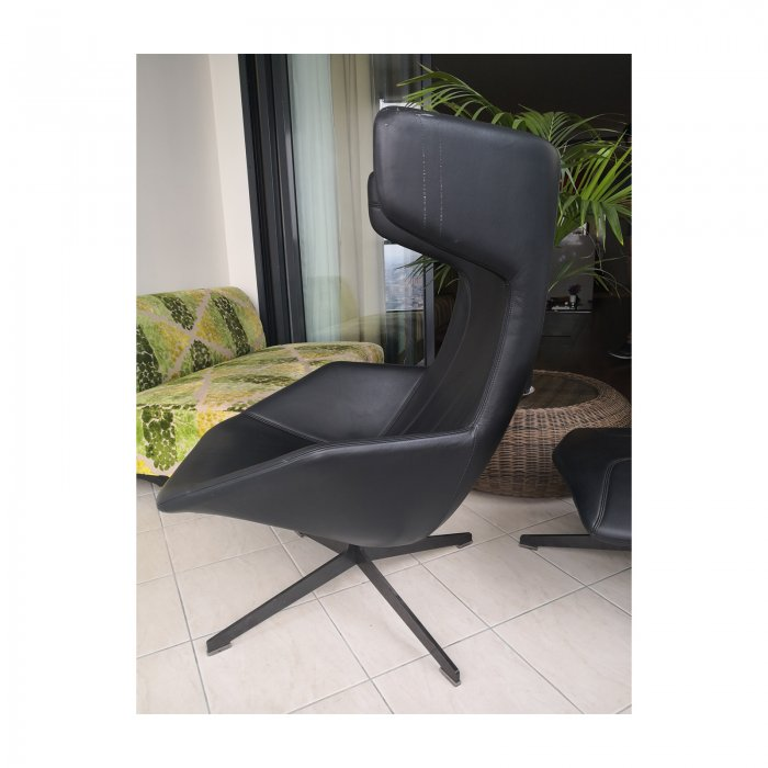 Two Design Lovers Moroso Take a Line for a Walk black swivel chair with footstool 4