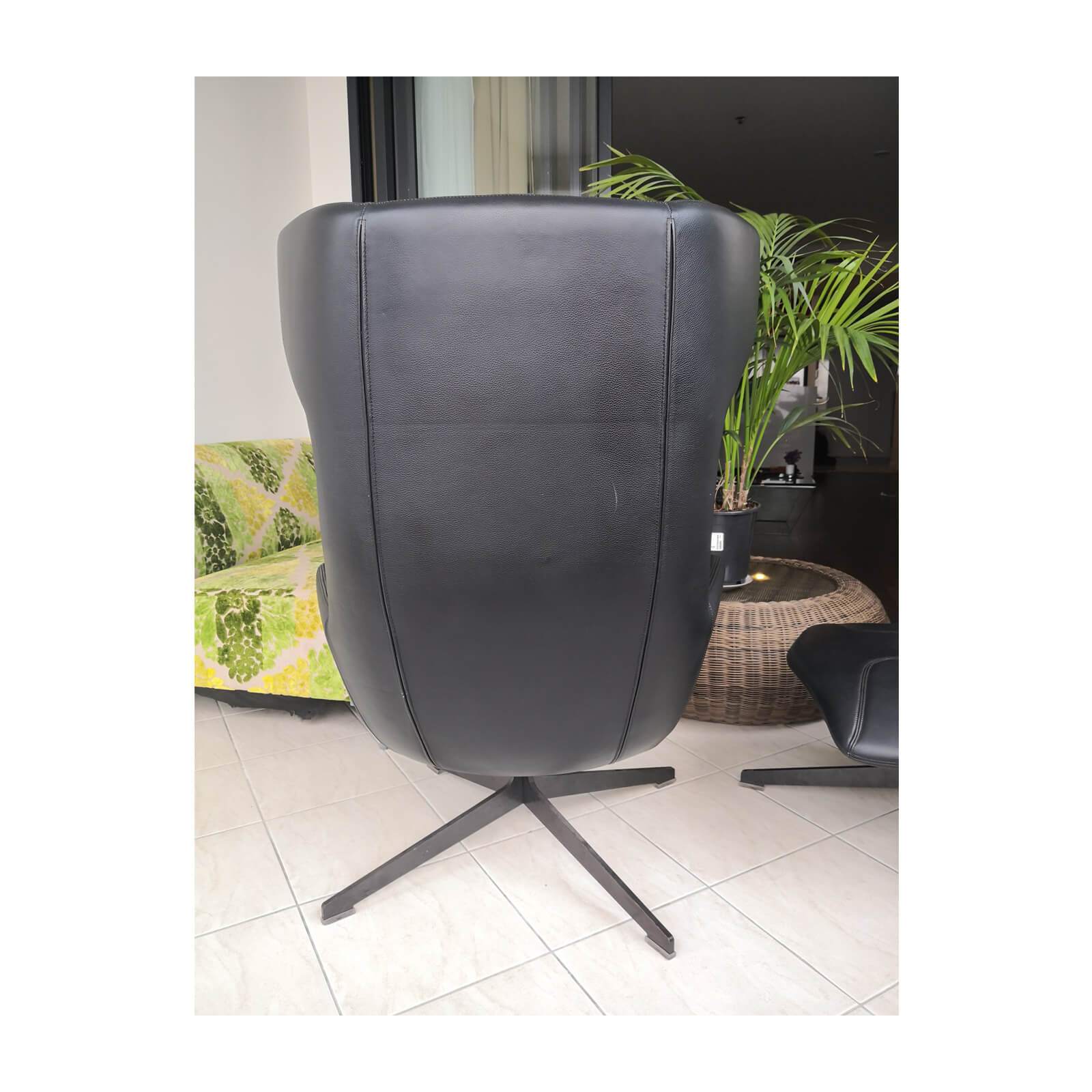 Two Design Lovers Moroso Take a Line for a Walk black swivel chair with footstool 5