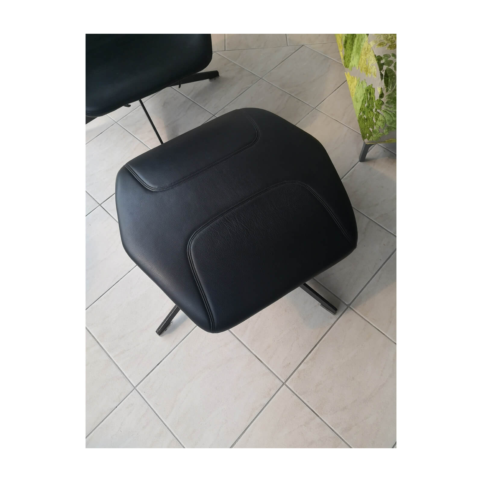 Two Design Lovers Moroso Take a Line for a Walk black swivel chair with footstool 6