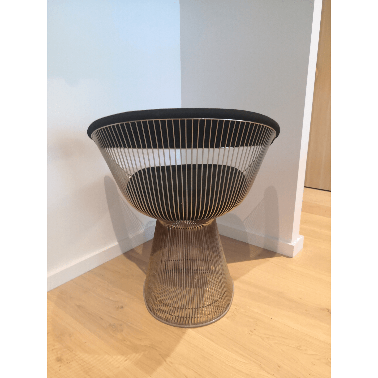 Two Design Lovers Platner Dining Chair & Table 4