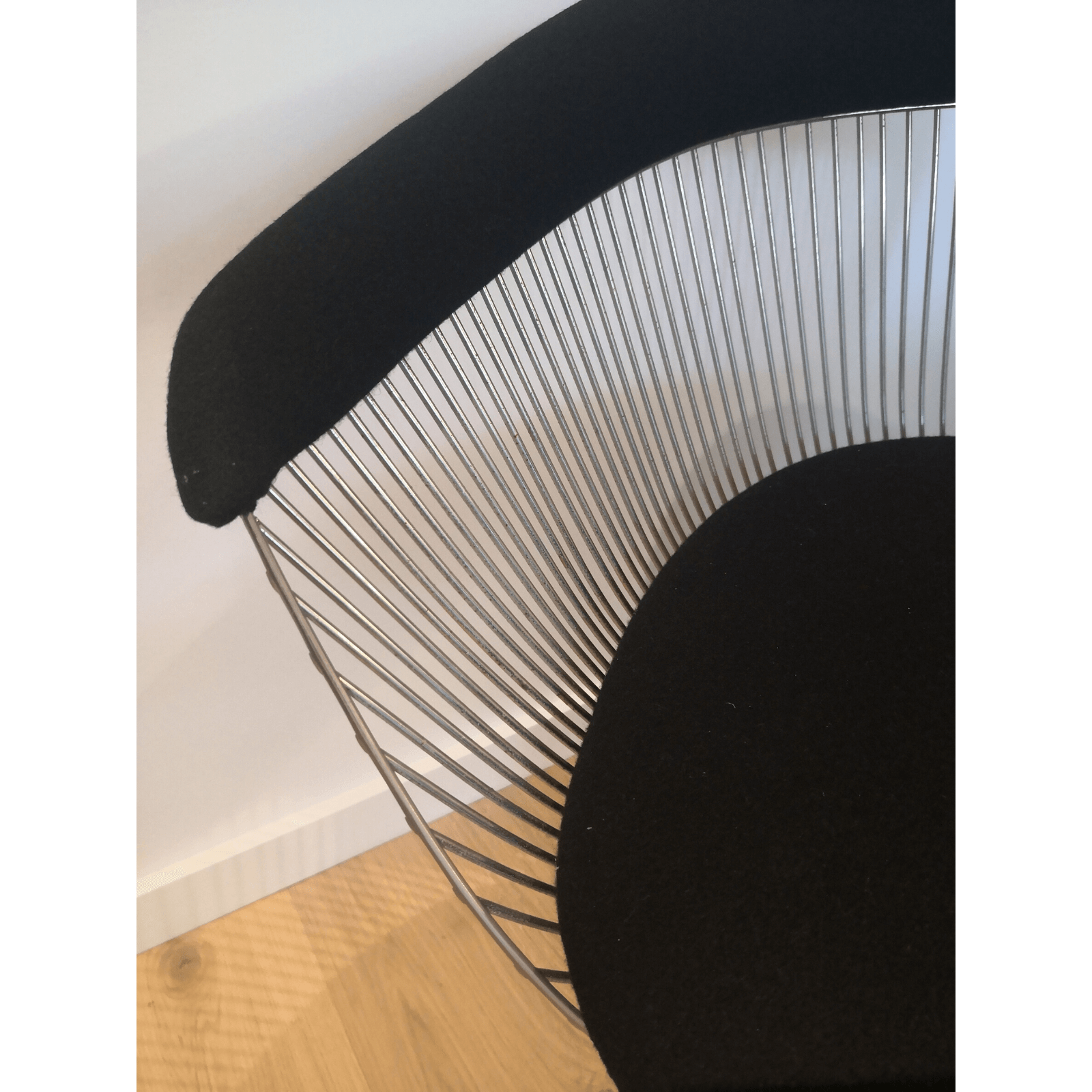 Two Design Lovers Platner Dining Chair & Table 7
