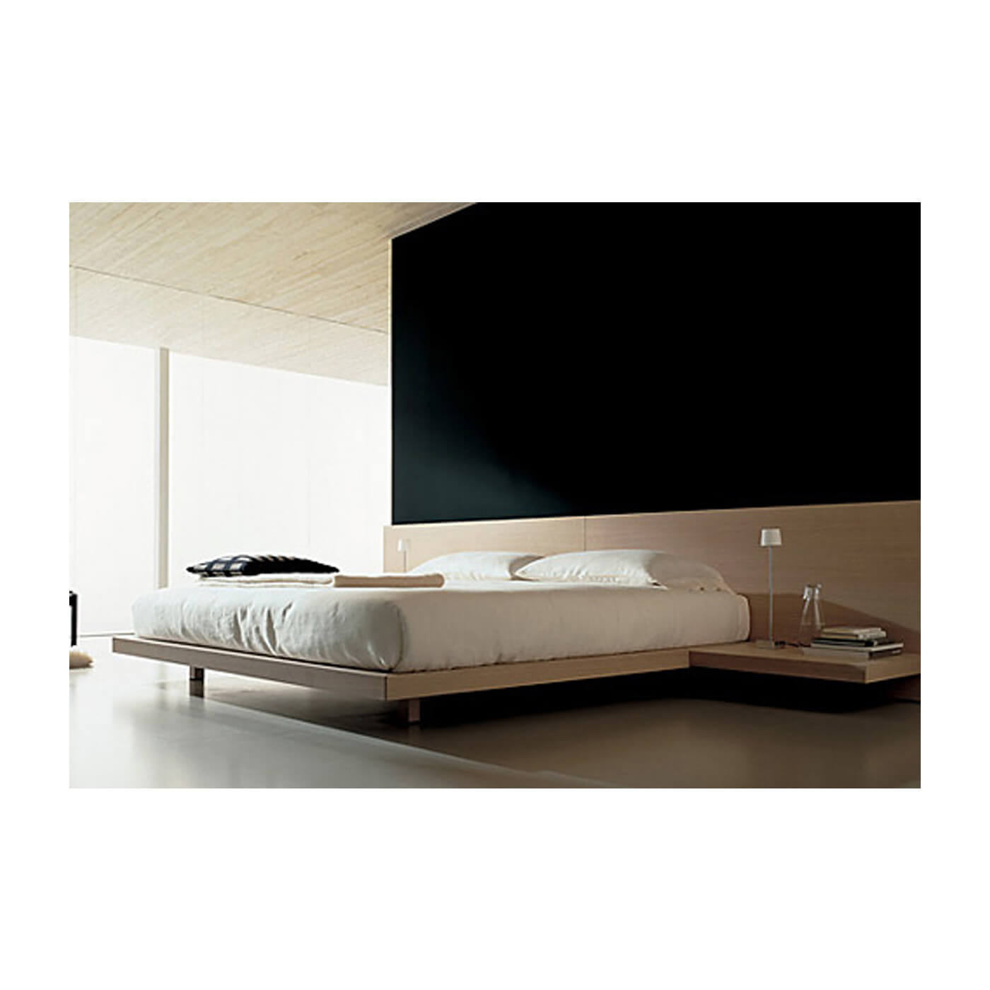 Poliform Ando king sized bed