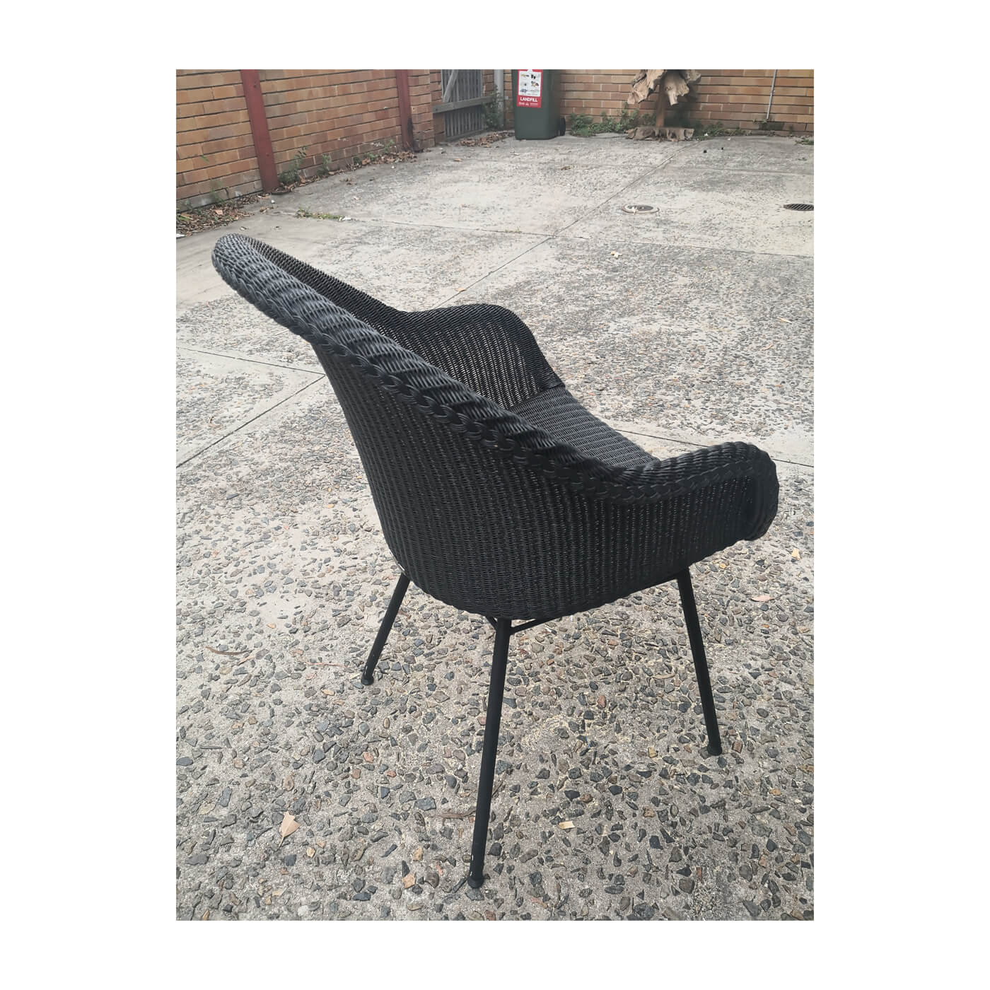 Vincent Sheppard Avril dining chairs. Floorstock on sale on Two Design Lovers