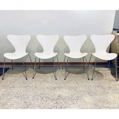 Fritz Hansen Arne Jacobsen Series 7 white lacquer chairs set of 4