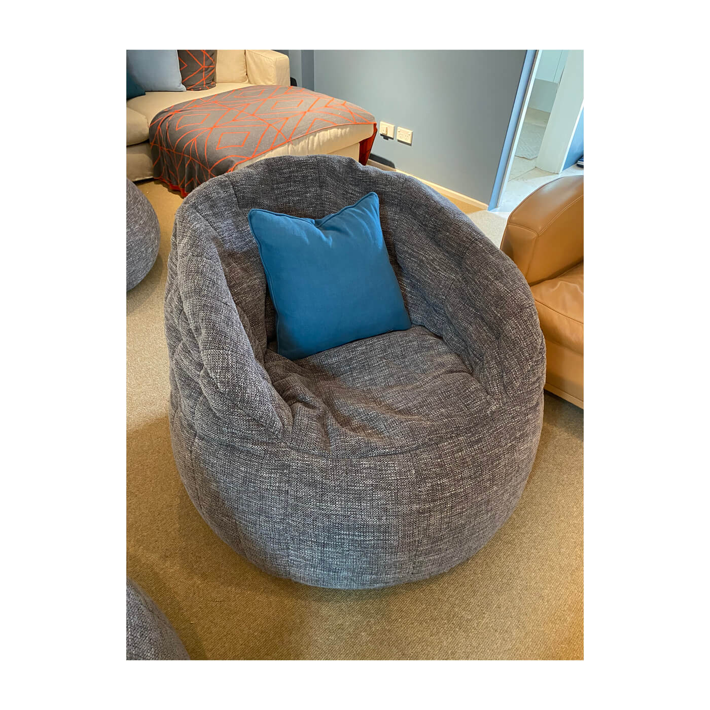Two-Design-Lovers-Ambient-Lounge-Butterfly-Beanbags+Side-Table